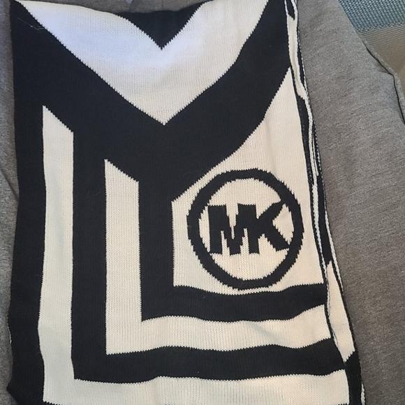 MK Scarf